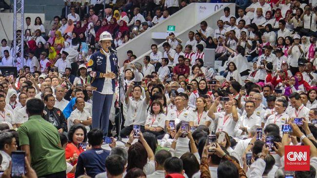 Helm Proyek untuk Jokowi, Simbol Dukungan Para Konglomerat