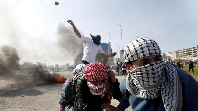 Kantor berita resmi Palestina, Wafa, melaporkan Manasara tengah menyetir mobilnya ketika ditembak.(Reuters/Mohamad Torokman)