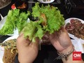 Sensasi Unik Daging Panggang ala Warung Kaki Lima Korea