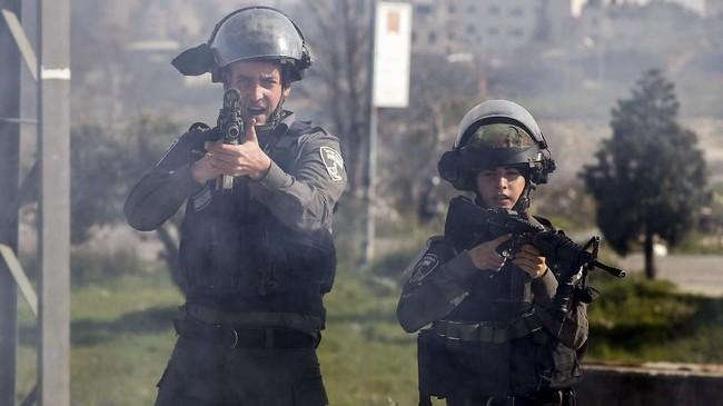Seorang wargaPalestinadilaporkan ditembak mati oleh tentaraIsraeldiTepi Barat, setelah melempar batu ke salah satu mobil warga Yahudi. (Reuters/Mohamad Torokman)