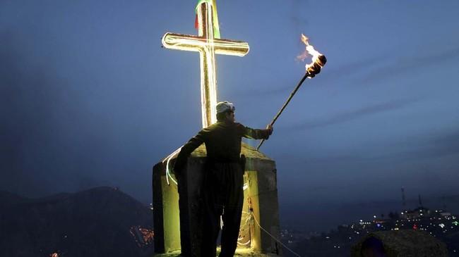 Perayaan Newroz sebenarnya sudah dirayakan lebih dari tiga ribu tahun oleh berbagai etnis di dunia. Namun bangsa yang masih terkenal merayakannya adalah Kurdi. (REUTERS/Ahmed Jadallah)