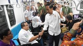 Warga Ramai Menanti Peresmian MRT oleh Jokowi di Bundaran HI