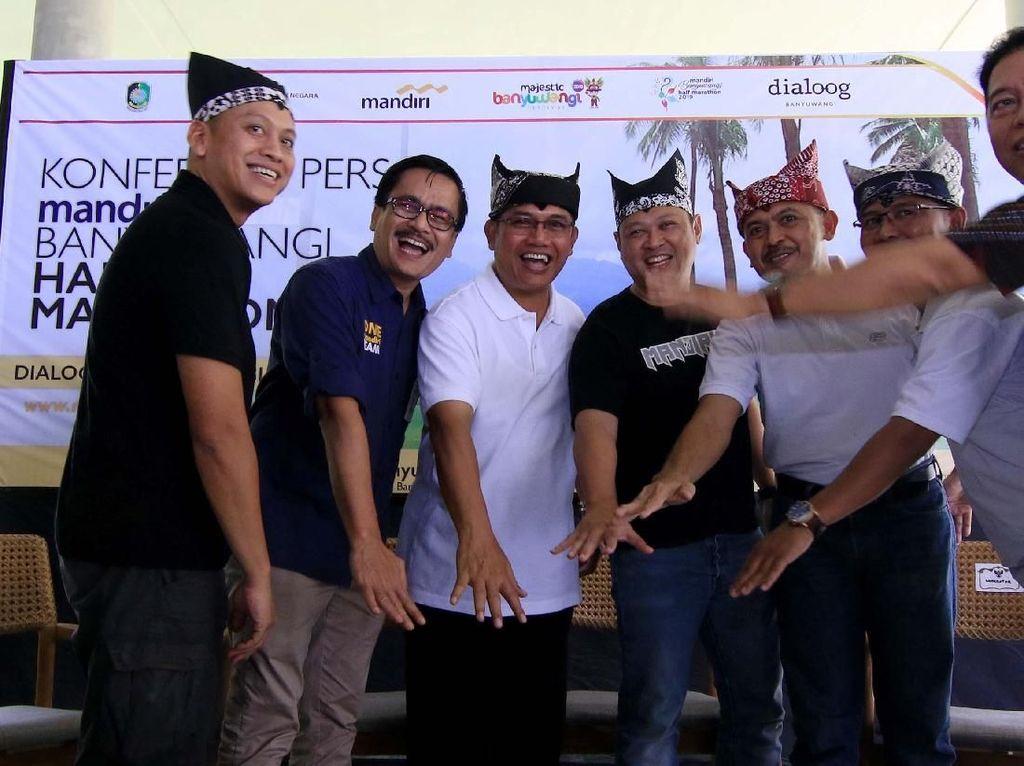 Acara tersebut sebagai bentuk nyata Bank Mandiri yang berkolaborasi dengan Pemerintah kabupaten Banyuwangi dalam menggelar ajang lari Internasional guna mengembangkan pariwisata di Banyuwangi sebagai salah satu destinasi marathon di Indonesia dan Internasional. Foto: dok. Pemkab Banyuwangi