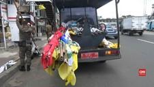 VIDEO: Petugas Tertibkan Alat Peraga Kampanye di Jatinegara