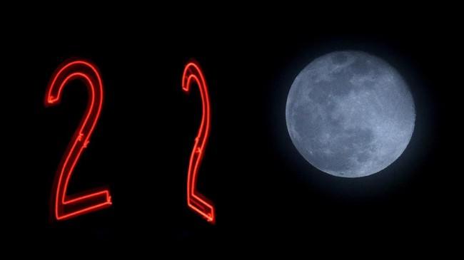 Bulan kembali akan ada pada posisinya yang paling dekat dengan Bumipada Kamis(21/3) seperti yang nampak diTulsa, Okla. (AP Photo/Charlie Riedel)