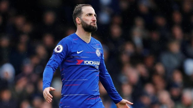 Chelsea dikabarkan Marca tidak akan mempermanenkan kontrak Gonzalo Higuain. Dengan demikian Higuain akan kembali ke Juventus usai musim ini berakhir. (REUTERS/Eddie Keogh)