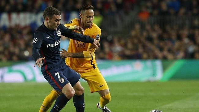 Calcio Mercato mengklaim akan ada 'tukar guling' antara Antoine Griezmann, Neymar, dan Paulo Dybala. Paris Saint-Germain akan berusaha mendapatkan Griezmann jika Neymar hengkang ke Real Madrid. Sementara Atletico akan berusaha mendapatkan Dybala dari Juventus. (PAU BARRENA / AFP)