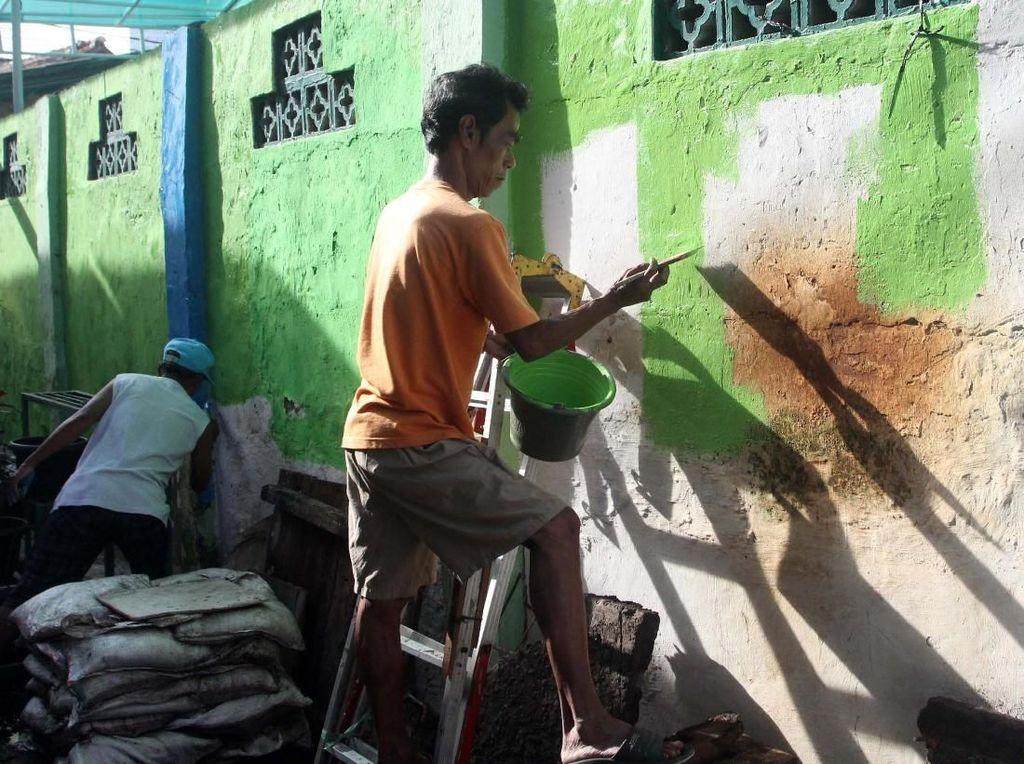 Di Cikini, sebanyak 15 RT di RW 01 ditata menjadi kampung sehat warna-warni.
