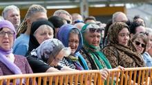 Kenang Korban Teror, Perempuan Selandia Baru Pakai Kerudung