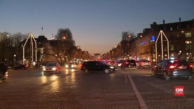 VIDEO: Air Mancur Kristal Hiasi Sisi Jalan Champs-Elysees