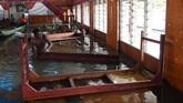 Banjir Sentani awalnya dipicu hujan deras yang terjadi selama beberapa hari di daerah itu. Curah hujan tinggi mengakibatkan banjir yang terpantau sejak Sabtu, 16 Maret. Banjir meluas setelah Danau Sentani ikut meluap. (ANTARA FOTO/Zabur Karuru)