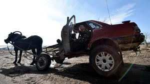 FOTO: Pemuda Kreatif Ubah Mobil Rongsok Jadi Kereta Kuda