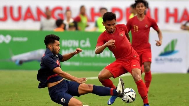 Winger Timnas Indonesia U-23 Saddil Ramdani juga gagal memberi ancaman untuk Thailand. Saddil kemudian ditarik keluar di awal babak kedua. (ANTARA FOTO/R. Rekotomo)