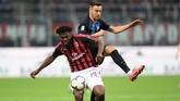 Gelandang AC Milan Franck Kessie diklaim Tuttomercato menjadi incaran Arsenal musim depan. Kessie diplot menjadi pengganti Aaron Ramsey yang dipastikan pindah ke Juventus. (REUTERS/Daniele Mascolo)