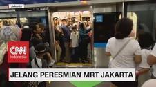 Jelang Peresmian, Warga Antusias Mencoba Naik MRT Jakarta