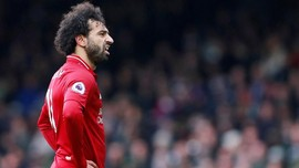 Viral, Mohamed Salah Ukir Slogan 'YNWA' Liverpool di Pantai