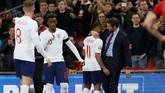 Manajer timnas Inggris Gareth Southgate menarik keluar Raheem Sterling dan memasukkan Callum Hudson-Odoi pada menit ke-70. (REUTERS/David Klein)