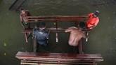 Banjir Sentani juga merendamsedikitnya 25 kampung yang berada di sekitar danau itu. Per Jumat (23/3), korban tewas mencapai 112 orang dan 94 orang hilang. Sementara korban luka mencapai 915 orang, 107 di antaranya mengalami luka berat. (ANTARA FOTO/Zabur Karuru)