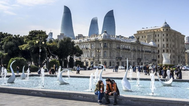Terletak di persimpangan Eropa dan Asia Barat Daya, Azerbaijan yang dijulukiNegeri Api atau Land of Fire merupakan salah satu negara dengan perkembangan pariwisata tercepat di dunia. (Mladen ANTONOV / AFP)