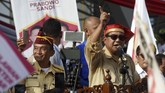 Dari Manado, Prabowo langsung beralih menuju Lapangan Karebosi Makassar, Sulawesi Selatan. Di sana dia menjanjikan sejumlah kebijakan jika kelak terpilih sebagai presiden. ANTARA FOTO/Yusran Uccang