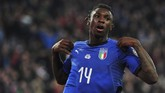 Setelah gagal menyelesaikan sejumlah peluang, timnas Italia baru bisa menggandakan keunggulan di menit ke-74 lewat Moise Kean. (REUTERS/Jennifer Lorenzini)