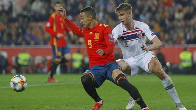 Spanyol menghadapi Norwegia dalam laga perdana kualifikasi Piala Eropa 2020 di Grup F. (REUTERS/Heino Kalis)
