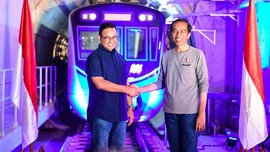 Anies Bahas Bus Listrik TransJakarta di Istana