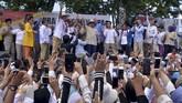 Prabowo Subianto dalam orasinya meminta dukungan warga Sulut, yang merupakan tanah kelahiran ibunya. Dia menepis tudingan yang menyebut dirinya sebagai Islam radikal. ANTARA FOTO/Adwit B Pramono