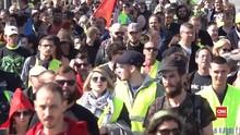 VIDEO: 'Rompi Kuning' dan Polisi Bentrok di Nantes, Perancis