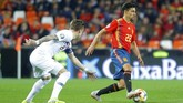 Spanyol sempat unggul 1-0 lewat Rodrigo namun kemudian Norwegia menyamakan kedudukan lewat penalti Joshua King. (REUTERS/Heino Kalis)