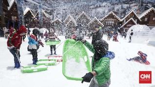 Mengulik Pembuatan Bulir-bulir Salju di Trans Snow World