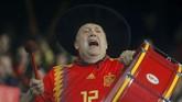 Pendukung Spanyol berharap kebangkitan tim nasional setelah mengalami keterpurukan di Piala Dunia 2018. (REUTERS/Heino Kalis)