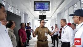 Coba MRT ke Kantor, Anies Akui Belum Ada Sarana Disabilitas