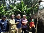 Berkat Lampu Surya, 86 Desa Kabupaten Puncak Jadi Terang