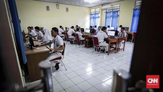 UNBK SMK ini dilaksanakan serentak di seluruh Indonesia mulai 25 sampai 28 Maret 2019. (CNNIndonesia/Safir Makki)