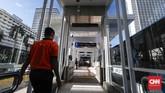 Fasilitas di stasiun MRT yang terintegrasi dengan Halte Bundaran HI dinilai Gubernur DKI Jakarta Anies Baswedan belum ramah bagi kaum disabilitas. Fasilitas untuk disabilitas masih minim. (CNNIndonesia/Safir Makki).