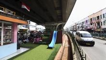 Kemeriahan Taman Baca di Kolong 'Flyover' Ciputat