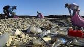 Berton-ton sampah plastik singgah di Taman Nasional Galapagos, hal ini jelas membuat banyak pihak merasa prihatin dan bertindak untuk membersihkan salah satu tempat paling lestari di muka bumi ini.(Rodrigo BUENDIA / AFP)