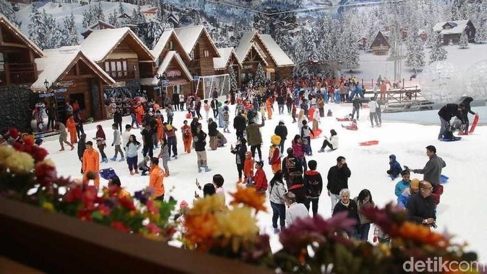 Wahana ini menawarkan sensasi bermain ala Pegunungan Alpen di Swiss dengan saljunya yang lembut.
