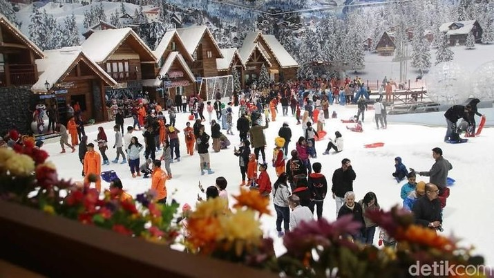 Ingin isi akhir pekan Anda dengan main salju di Trans Snow World, ini harga tiket dan tarif untuk wahana-wahananya.