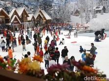 Jelang Akhir Pekan, Main Salju Yuk di Bekasi