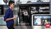 Halte Bundaran HI dilengkapi dengan pintu otomatis sebagai akses keluar maupun masuk bus TransJakarta. Pintuakan terbuka ketika bus TransJakarta tiba. (CNNIndonesia/Safir Makki)