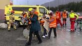 Sekitar 1300 penumpang dan awak kapal Viking Sky selamat. (Odd Roar Lange/NTB Scanpix via AP)