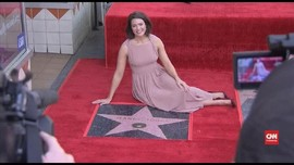 VIDEO: Mandy Moore Terima Bintang Hollywood Walk of Fame
