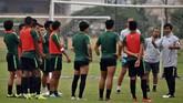 Sesi latihan di lapangan VFF merupakan yang terakhir bagi Timnas Indonesia U-23 pada ajang Kualifikasi Piala Asia U-23 2020. (ANTARA FOTO/R. Rekotomo)
