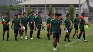 Bentrok dengan Timnas Indonesia, Persebaya dan Persija Protes