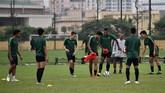 Skuat Timnas Indonesia U-23 menjalani latihan terakhir. Garuda Muda akan menghadapi Brunei Darussalam di Stadion My Dinh, Hanoi, Selasa (26/3) sore WIB. (ANTARA FOTO/R. Rekotomo)
