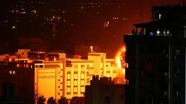 Perdana Menteri Israel, Benjamin Netanyahu, menuturkan akan merespons serangan roket itu 'dengan kekuatan pasukan.' (Reuters/Suhaib Salem)