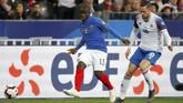 Gelandang Chelsea, N'Golo Kante, tidak mau bergabung dengan Real Madrid meskipun dihubungi oleh pelatih Los Blancos Zinedine Zidane seperti dilansir Mirror. (REUTERS/Daniele Mascolo)