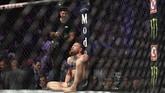 Pertarungan terakhir Conor McGregor di UFC berakhir dengan kekalahan. McGregor kalah dari Khabib Nurmagomedov lewat kuncian di leher pada ronde keempat. (Harry How/Getty Images/AFP)